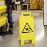 moravia-34520868-morion-waarschuwingsbord-gevaar-voor-uitglijden-kunststof (1)
