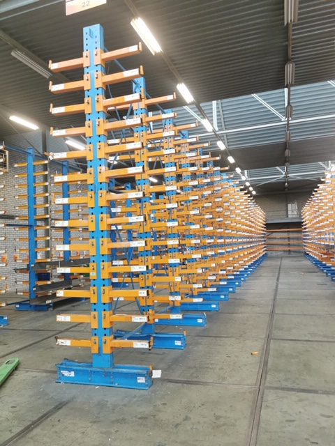 Gebruikte draagarmstelling 465 x 50 cm (hxd) - dubbelzijdig - 300 kg